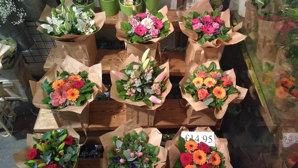Thủ tục thành lập công ty kinh doanh bán hoa tươi